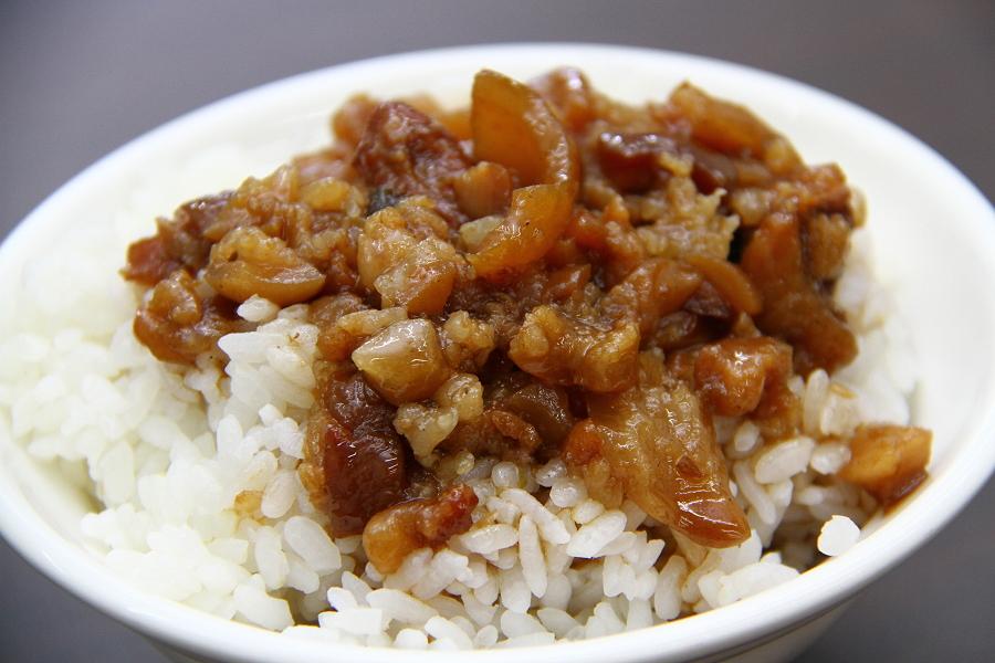 【台中必吃小吃美食】第三市場一群小鮮肉開的現做赤肉羹滷...